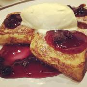 french-toasts-with-blueberry-and-cream
